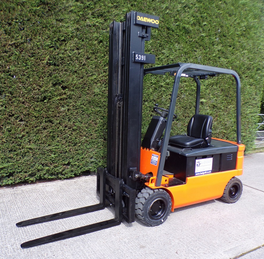 Daewoo B15T 1.5 ton electric forklift good condition very low hours